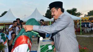 Poto Nurdin Basirun saat mewisuda santriwan dan santriwati. (Tribunnews)